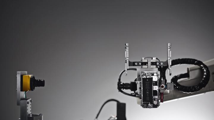 Apple узнала на горьком опыте, почему люди лучше роботов