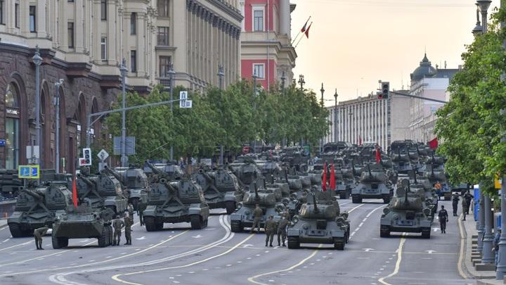Движение транспорта в Москве ограничат 23-24 апреля перед парадом Победы