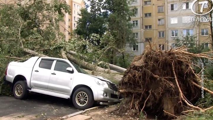 Пять минут апокалипсиса: очевидцы сняли на видео буйство урагана в Туле