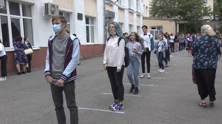 Выпускники российских школ будут сдавать экзамены по упрощенным правилам в 2021 году