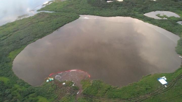 Разлившийся на Таймыре авиакеросин попал в два озера