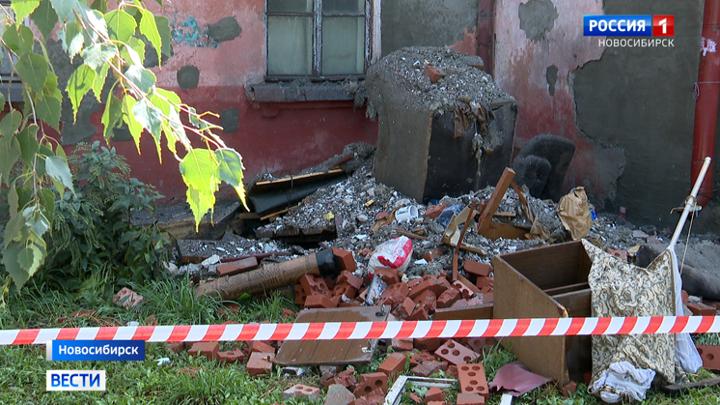 СК назвал первые версии обрушения крыши в жилом доме Новосибирска