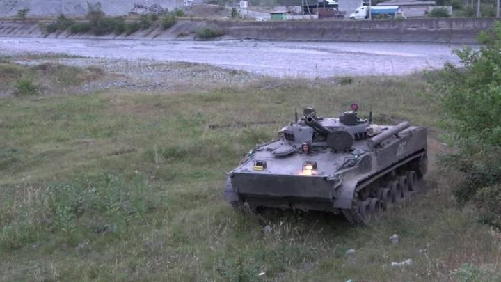 Возле аэропорта Беслана прошли военные учения