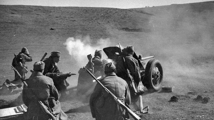 Артиллерийский бой 1941 - 1942 гг. / автор - Евгений Халдей / МАММ / МДФ