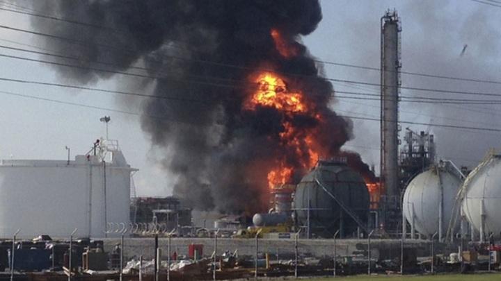 В штате Миссури эвакуируют население из-за пожара на химзаводе в США