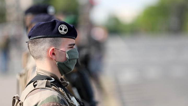 Более 150 тысяч человек подписались под письмом французских военных