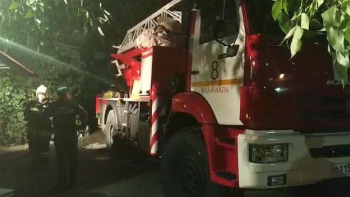 В Махачкале произошел пожар в пятиэтажке, погибли 5 человек, в том числе дети