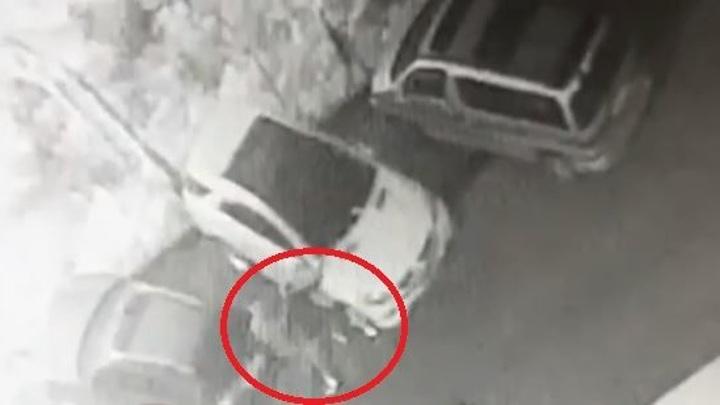 Поджигатели элитных авто во Владивостоке попали на видео