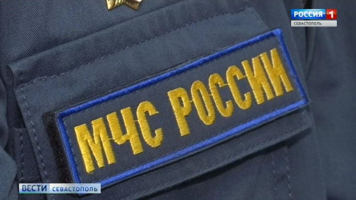 В Крыму с тропы Голицына спасатели эвакуировали травмированную женщину