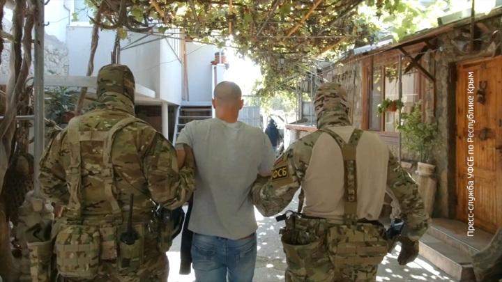 ФСБ задержала в Крыму двух экстремистов