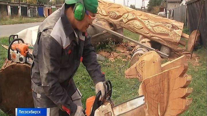 Мастер из Лесосибирска вырезает из дерева произведения искусства