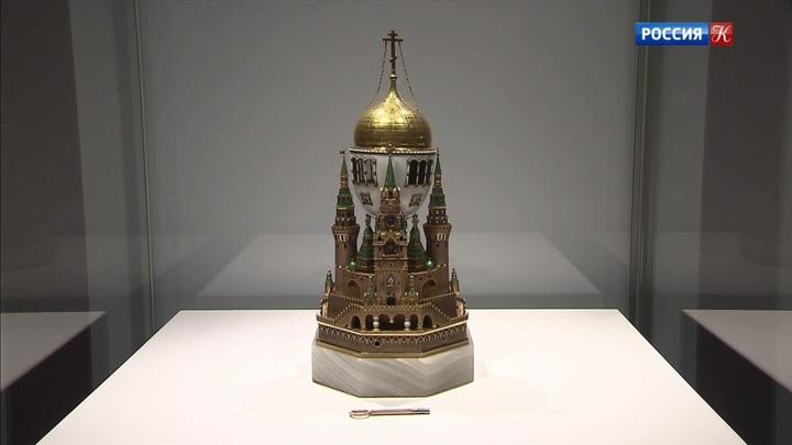 Более 400 произведений русских ювелирных фирм собрали на выставке в Музеях Московского Кремля