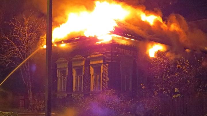 Памятник архитектуры горел этой ночью в Тотьме