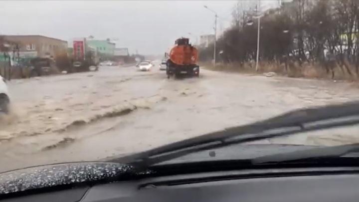 Штормовое предупреждение объявлено на побережье Магаданской области