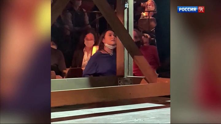 В Театре на Таганке одна из зрительниц отказалась надеть маску