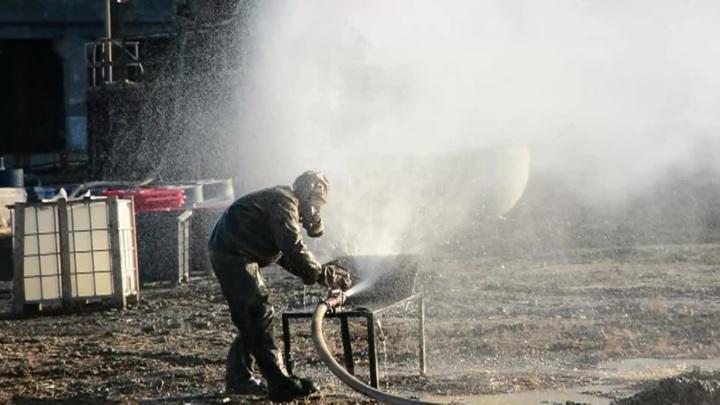 Военные продолжают ликвидацию угрозы загрязнения в Усолье-Сибирском