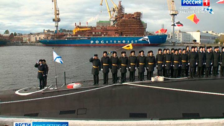 """На """"Адмиралтейских верфях"""" подняли Андреевский флаг над новой подводной лодкой """"Волхов"""""""