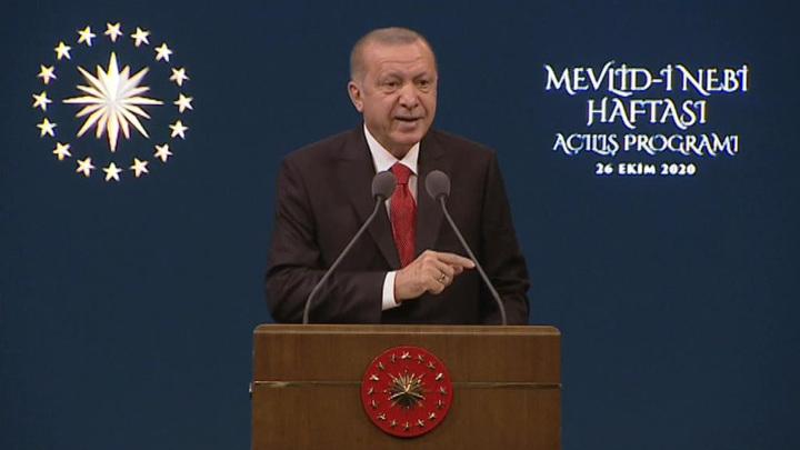 Эрдоган объявил об отмене комендантского часа по выходным дням