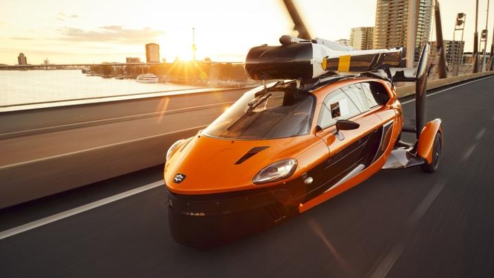 Новая машина может перемещаться как по дорогам, так и по воздуху.