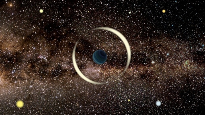 Планета фокусирует лучи звезды, работая как линза.
