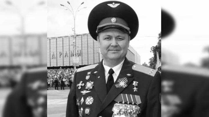 Двусторонняя пневмония и коронавирус: в 52 года умер Герой России