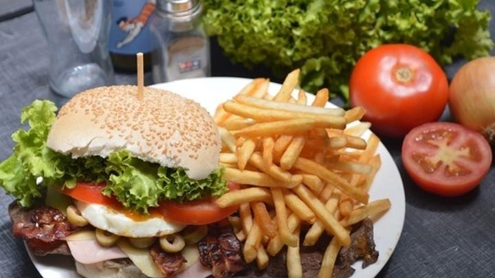 Японский ресторан Tsunami дополнил меню Байден-бургером