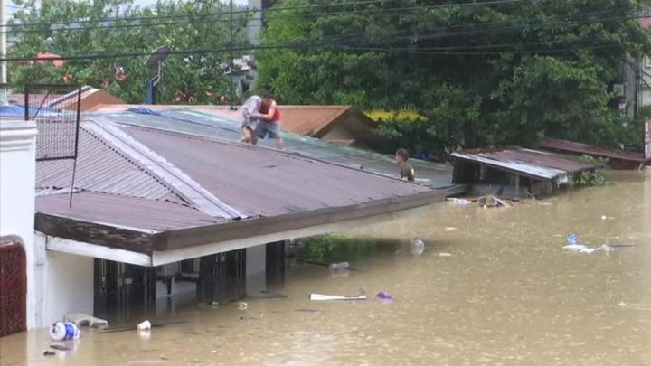 По Филиппинам прошелся мощный тайфун
