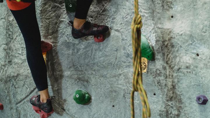 В Воронеже тренера по скалолазанию простили за переломы сорвавшейся с высоты девочки