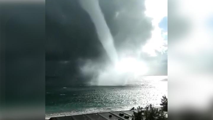 Вдоль побережья Абхазии и Сочи прошли водяные смерчи. Видео