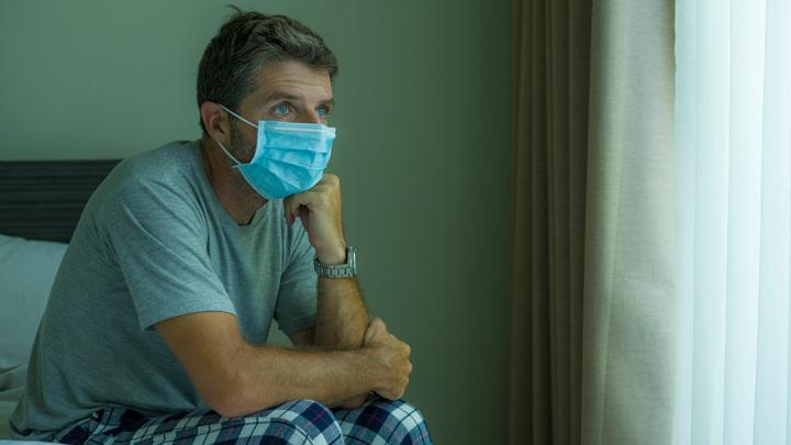 Власти Франции из-за коронавируса продлили комендантский час на территории всей страны