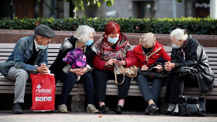 Во время пандемии 26% людей стали реже общаться с соседями