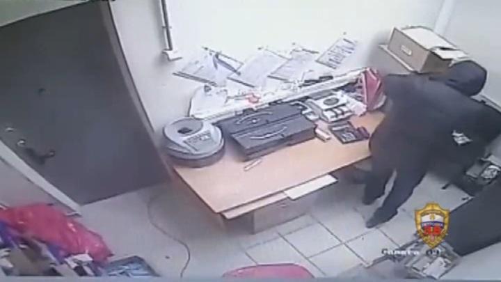 Директор московского супермаркета ограбил собственный магазин