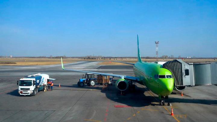 """Самолет S7 """"завернул"""" в Новосибирск из-за проблем со здоровьем у пассажирки"""
