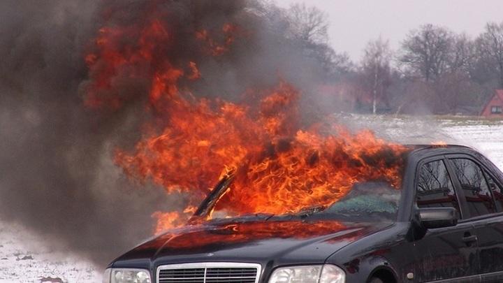Таксист из Самары поджег авто оппонента после конфликта на автомойке