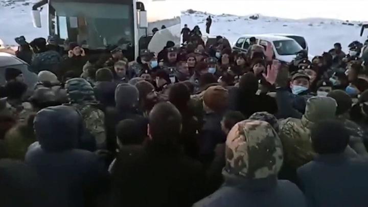 Вооруженные силы Армении потребовали отставки премьера Пашиняна