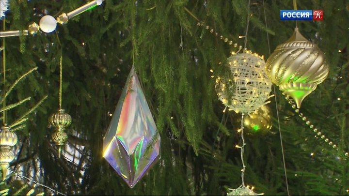 На Соборной площади Кремля украсили главную новогоднюю ёлку страны