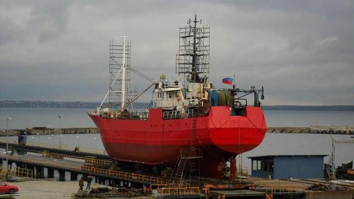 """""""Смыло волной"""": к месту крушения траулера """"Онега"""" направляются пять кораблей"""
