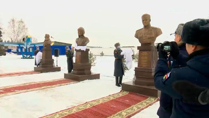 На военном аэродроме Кольцово открыли аллею Славы