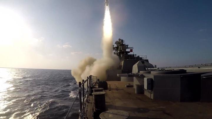 """Военные показали пуск ракеты с обновленного фрегата """"Маршал Шапошников"""""""