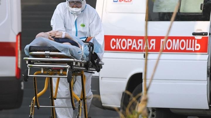 Врачи рассказали о возможных сценариях развития ситуации с COVID-19 в РФ