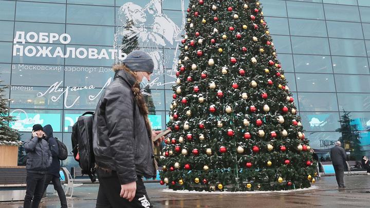 Из-за ледяного дождя в аэропортах отменены и задержаны более 100 рейсов