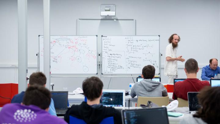 Математика и информатика будут приоритетными в школах