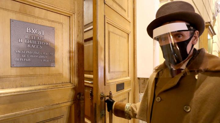 В Санкт-Петербурге досрочно открываются театры