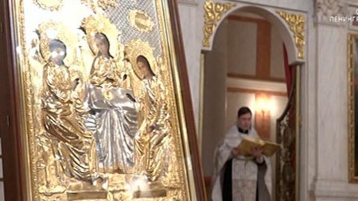В Главном штабе провели первую Рождественскую службу после восстановления храма Георгия Победоносца
