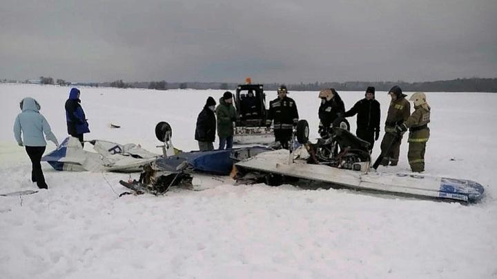 Появились первые фотографии с места крушения самолета в Ленинградской области