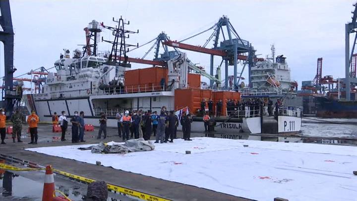 Обнаружены черные ящики Boeing 737, рухнувшего в Яванское море