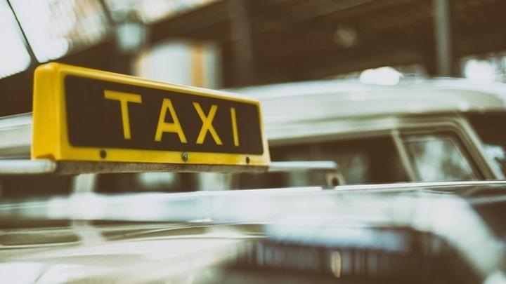 Таксист повозил пассажирку по терминалам Шереметьева за 17 тысяч