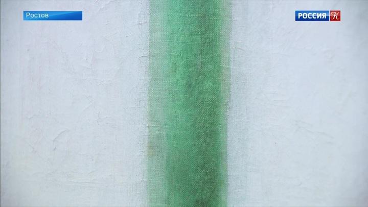 Картину Ольги Розановой «Зеленая полоса» поместили в антивандальный бокс