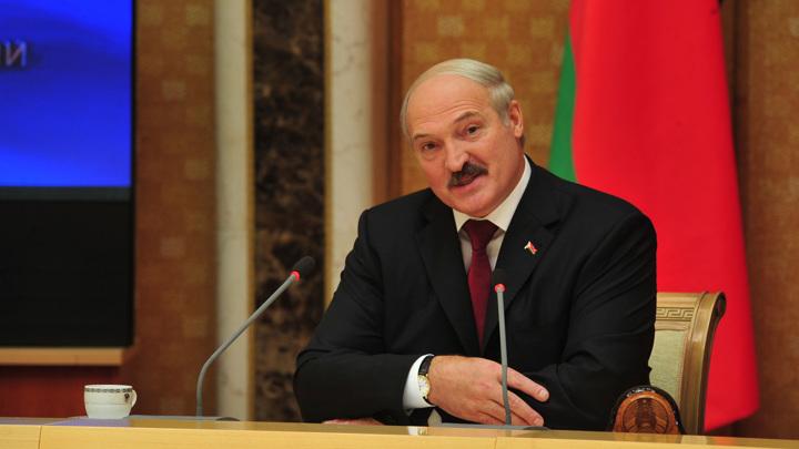 """Лукашенко призвал """"срывать маски"""" ради выживания"""