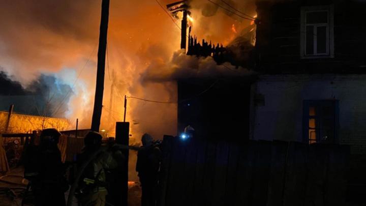 Прокуратура Благовещенска проводит проверку по факту возгорания жилого барака по улице Ленина